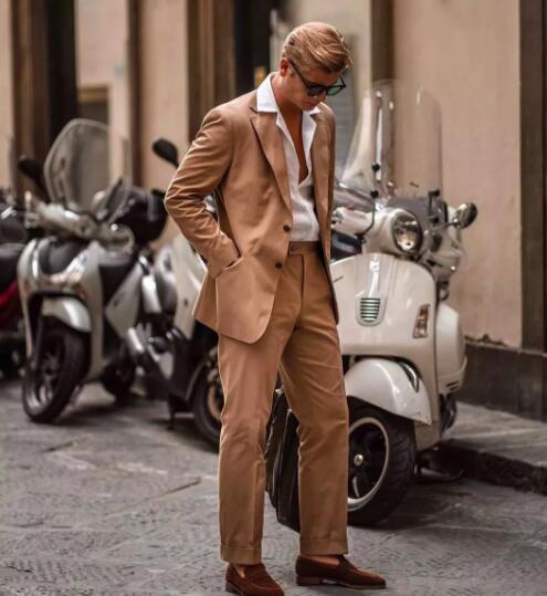想选纯色裤子但又穿腻了黑色?或许这3种百搭裤款才是你想要的